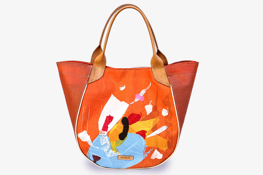 Imagen de una cartera marrón y naranja