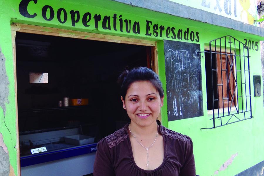 """Una de las integrantes del grupo de amigos que conformó la cooperativa """"Egresados 2005""""."""