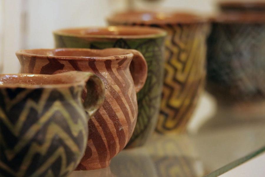 Fotografía ilustrativa de vasijas de cerámica.