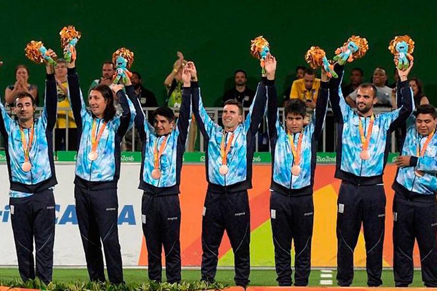 Fotografía ilustrativa de Los Murcielagos arriba del podio en los últimos Juegos Paralímpicos.