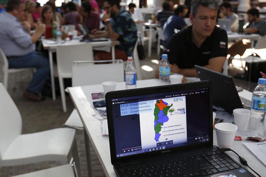 Imagen de participantes de la maratón digital