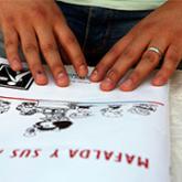 Imagen ilustrativa de manos leyendo en braille