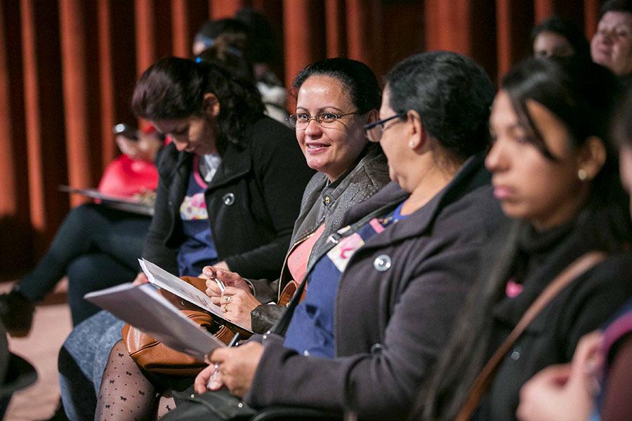 Imagen ilustrativa de mujeres en capacitación