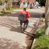 Imagen ilustrativa de moto delivery de pizzería