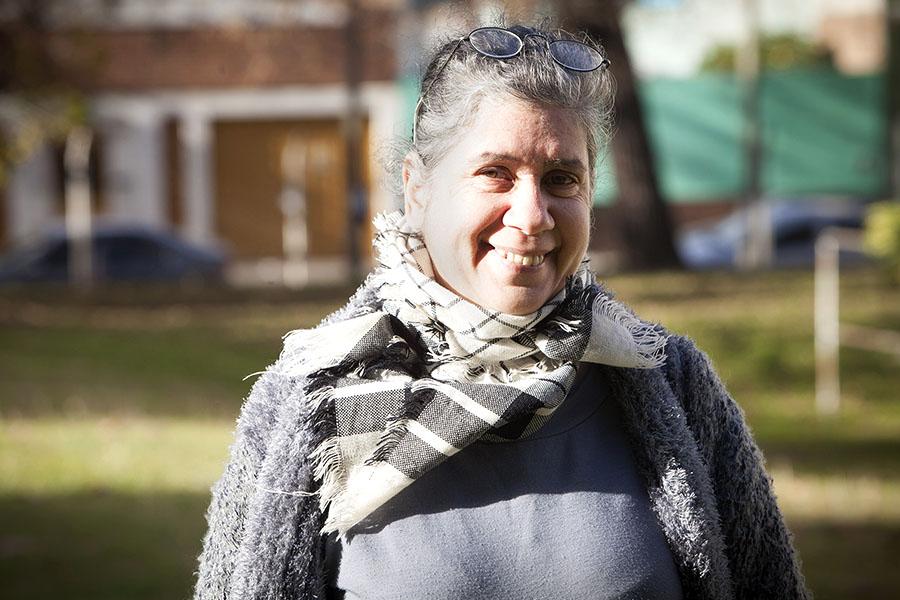 Imagen ilustrativa de señora sonriendo a cámara