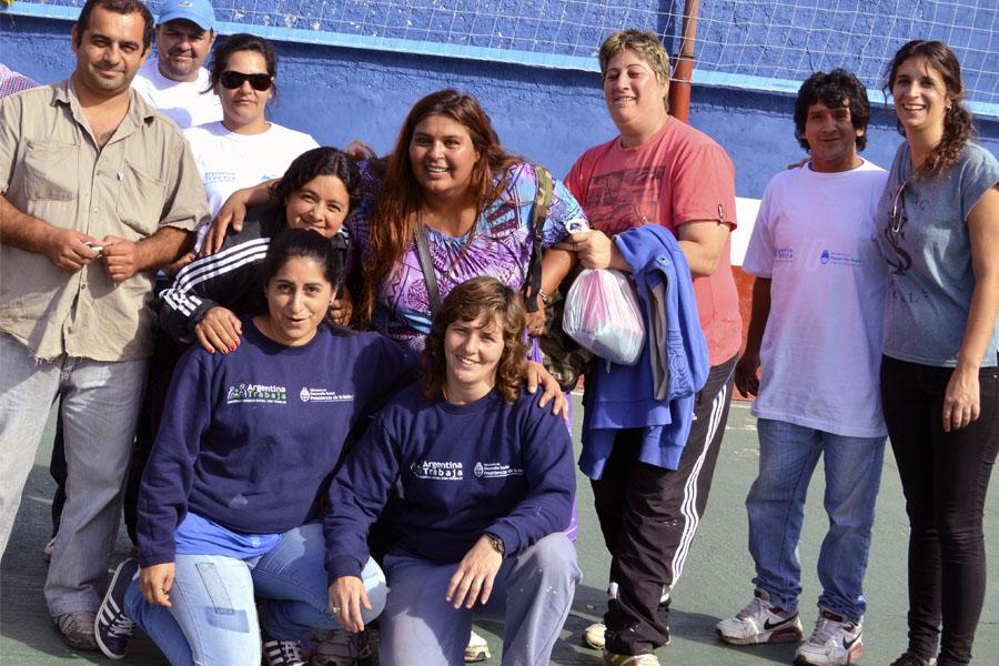 cooperativistas trabajan en club tigre junior