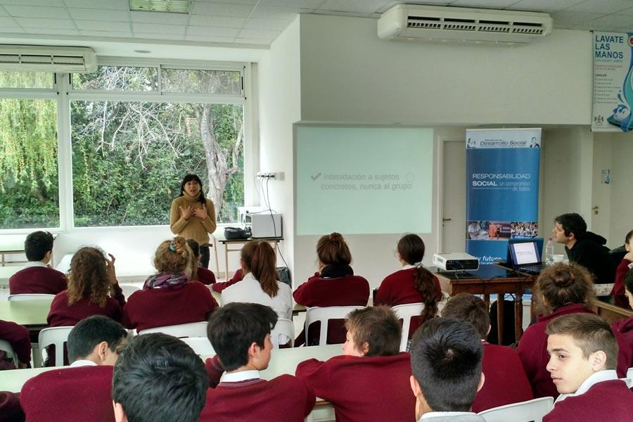 alumnos capacitandose en RCP