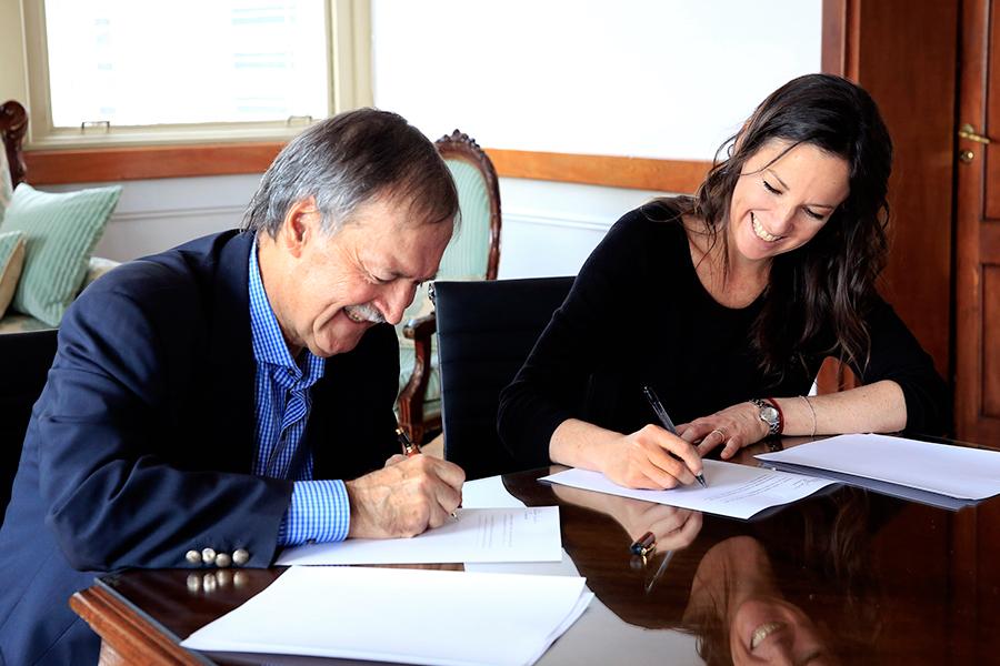 Imagen de Carolina Stanley y el gobernador Juan Schiaretti.
