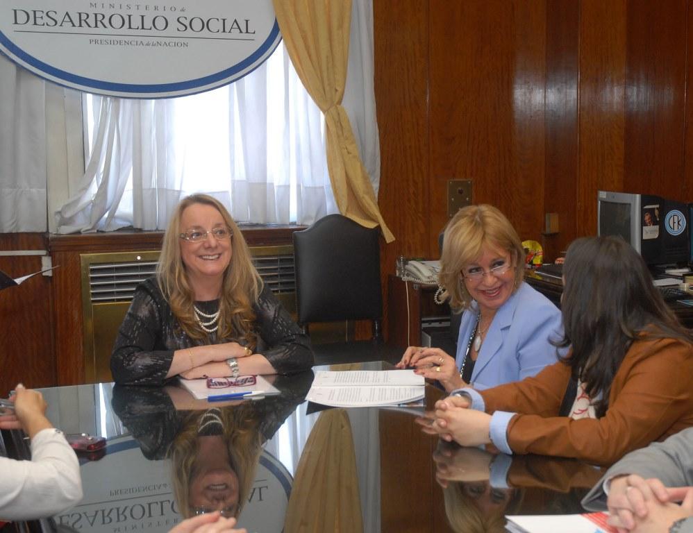 El Consejo Nacional de las Mujeres firmó un convenio con el INDEC