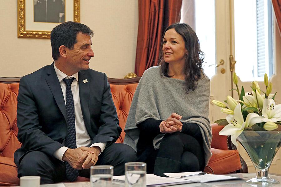 La ministra Stanley junto al ministro de Desarrollo Social de Tucumán, Gabriel Yedlin durante la firma del convenio.