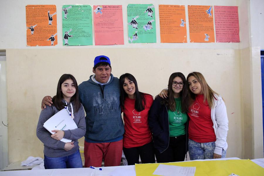 Imagen de adolescentes participando de los foros