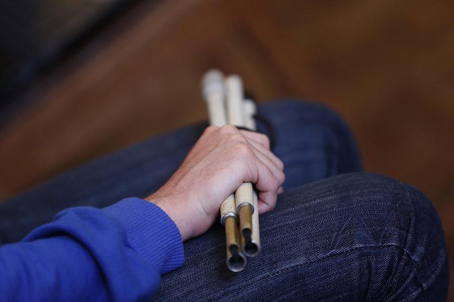 Imagen ilustrativa de un bastón blanco