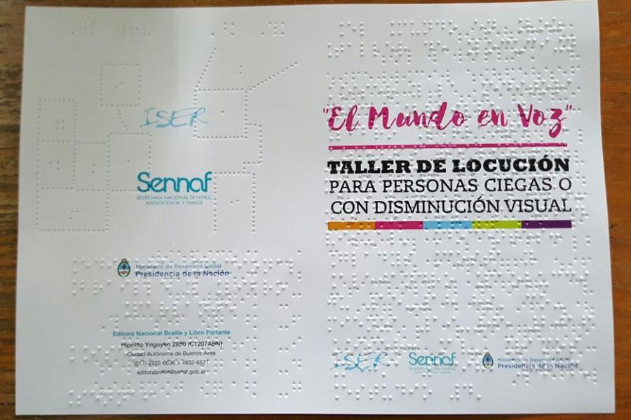 Fotografía ilustrativa del programa del curso en Braille.