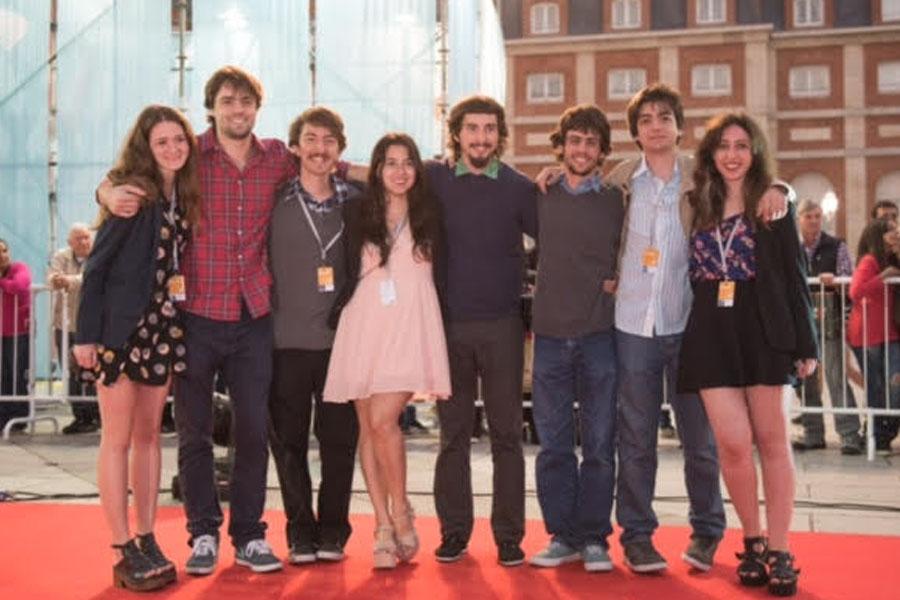 Fotografía ilustrativa del equipo que trabajo en el cortometraje