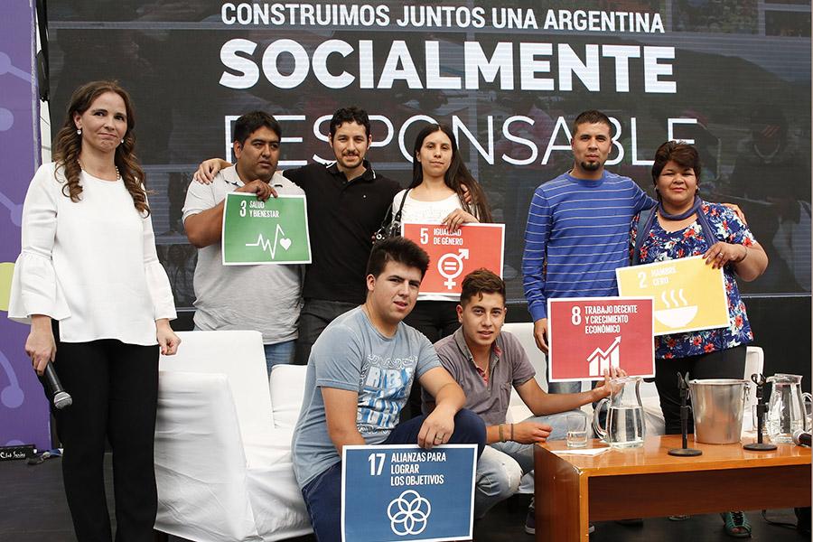 Imagen ilustrativa de las personas que participaron del Foro en Tecnópolis