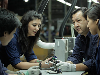 Imagen de personas trabajando