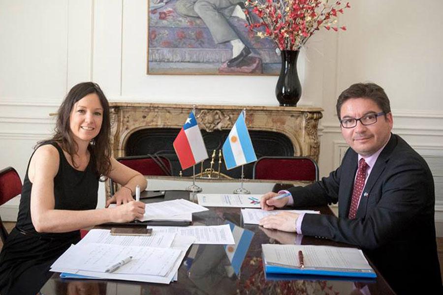 Fotografía ilustrativa de la ministra Carolina Stanley y su par en Chile, Marcos Barraza.